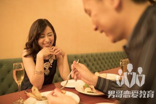 如何与相亲认识的女生聊天?